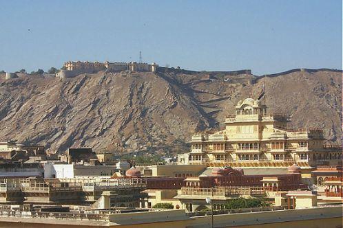 http://www.grant.org/plewins/india2000/Rajasthan1/JaipurPalace.jpg