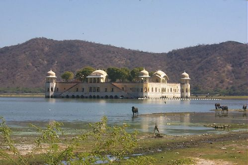 a fairly typical kind of architecture in Rajasthan. Palaces built in the